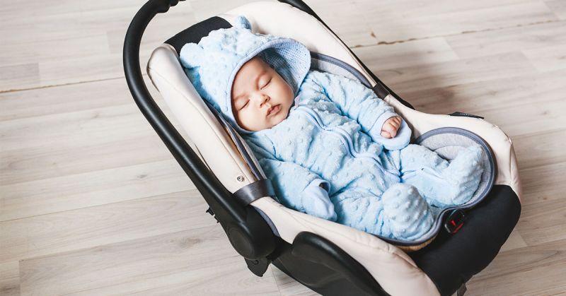 Podróż w foteliku, ale spacer w gondoli! Jak zbyt częste korzystanie z fotelika może wpływać na rozwój dziecka?