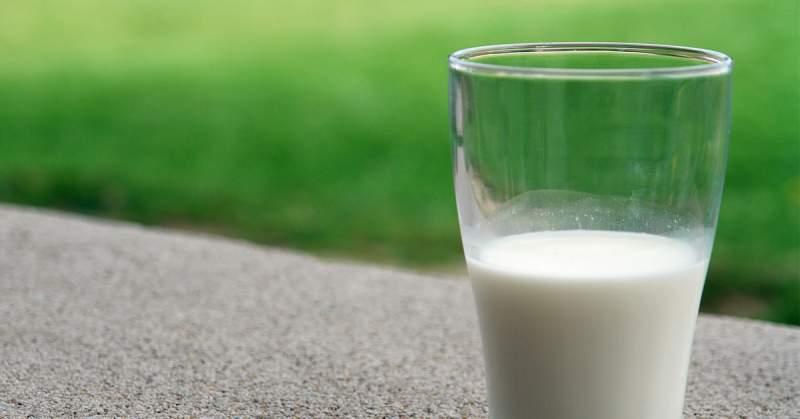 10 powodów, dlaczego nie warto pić mleka