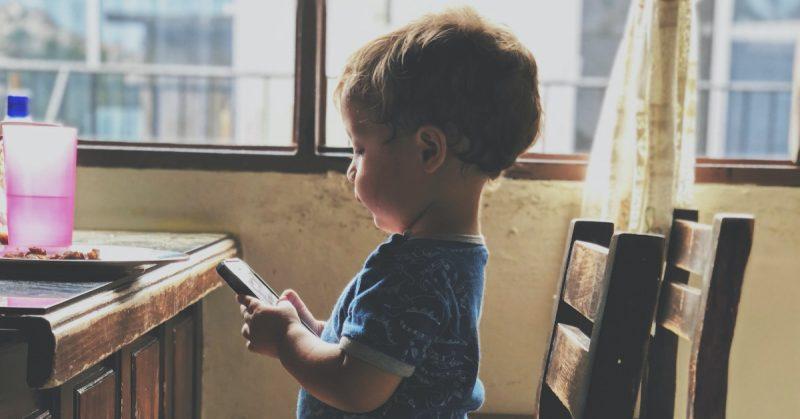 Urządzenia cyfrowe a rozwój mowy dziecka