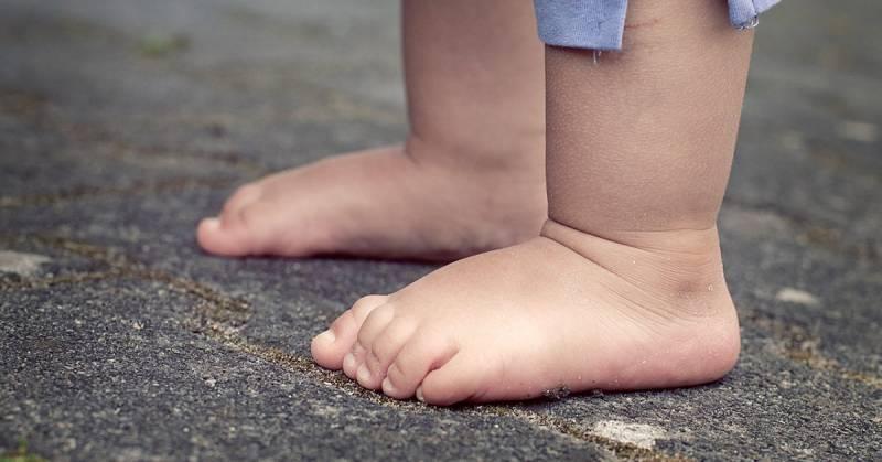 Dlaczego dzieci powinny chodzić boso?
