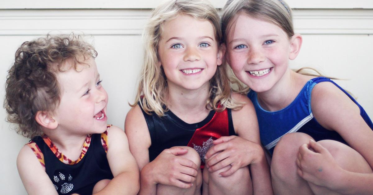 Najstarsze rodzeństwo spotyka się z najmłodszym rodzeństwem