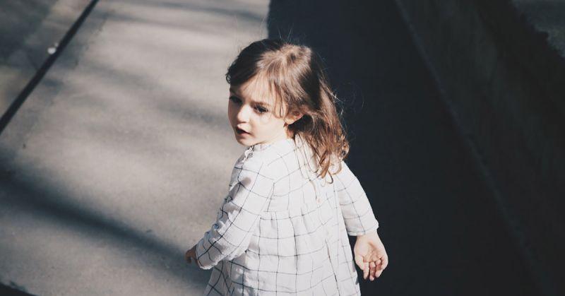 Nadmierna obawa o dziecko ogranicza jego naturalny rozwój i doświadczanie świata