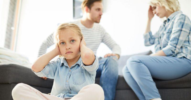 """""""Szczęśliwe małżeństwa się nie kłócą"""" i inne przekonania, które niszczą rodzinę"""