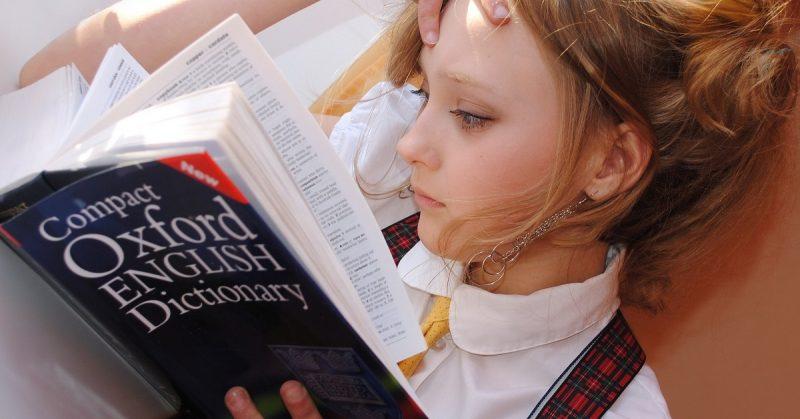 Kiedy warto zapisać dziecko na dodatkowy angielski?