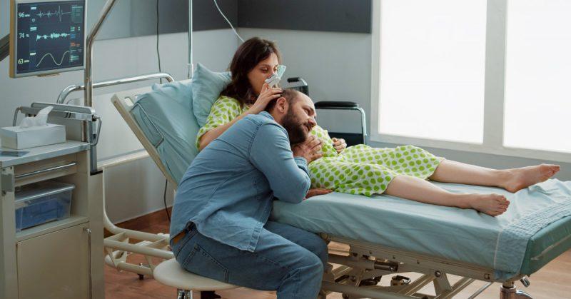 Czy szpitale wspierają młode matki? Czarna robota białego personelu