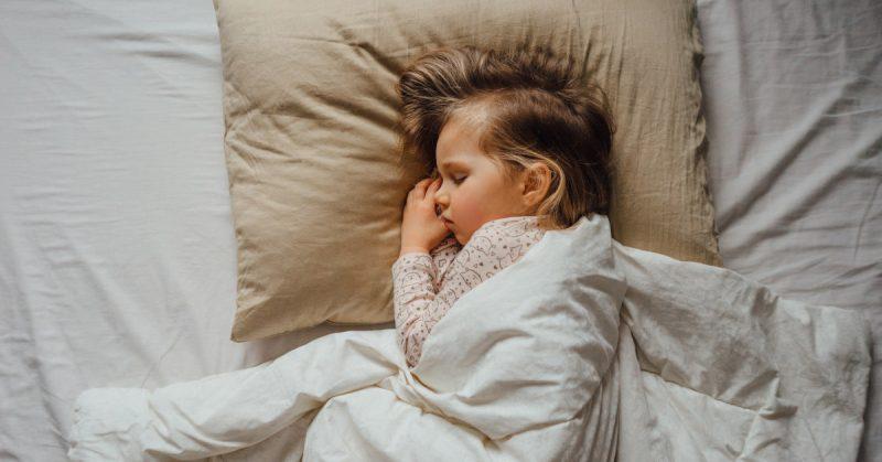 Dobry sen dziecka. Bez wypłakiwania, w bliskości, ze zrozumieniem. Ale jak?